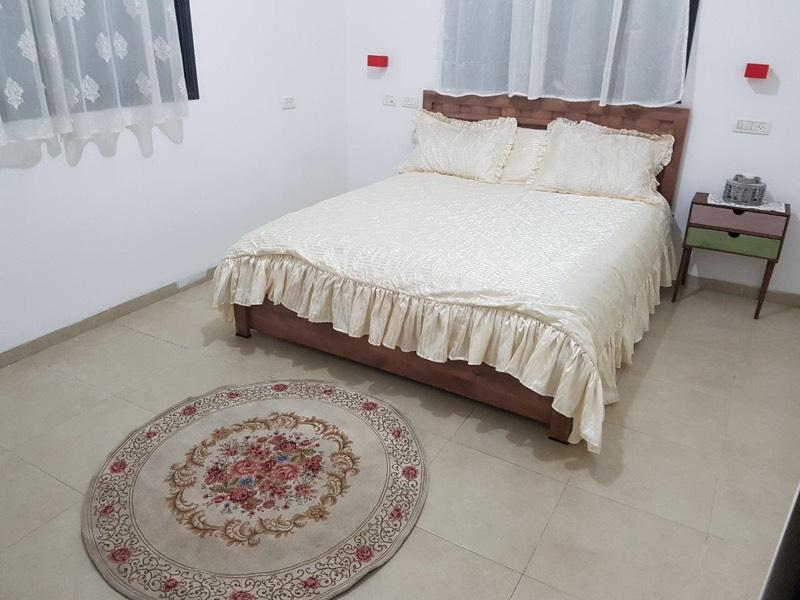 מיטה זוגית בעמק האהבה
