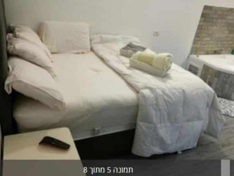 מיטה מפנקת בחדר שקיעה לאהבה